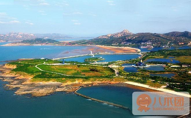 """风景区位于山东威海乳山市大乳山周围,地处山东胶东""""黄金经济圈""""的中"""